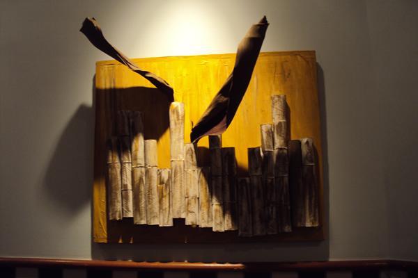 Título: s/título Artista: Patrícia Magno Ano: 2012 Técnica: materiais reciclados